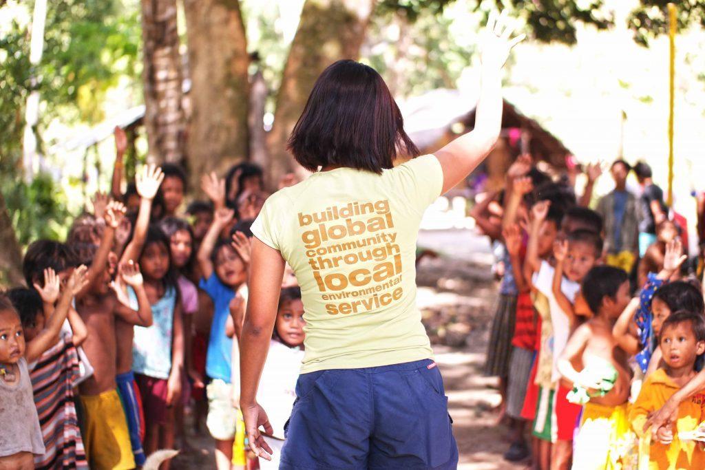 Speaking to Batak kids. (Photo by Jessa Garibay)
