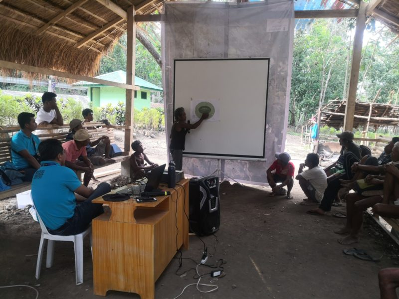 Tau-buid tribal Chief Fausto Novelozo uses the diagram produced through consultations between their fagtaynans and MIBNP and D'Aboville staff to explain their political structure in a meeting organized by the MIBNP Protected Area Management Office